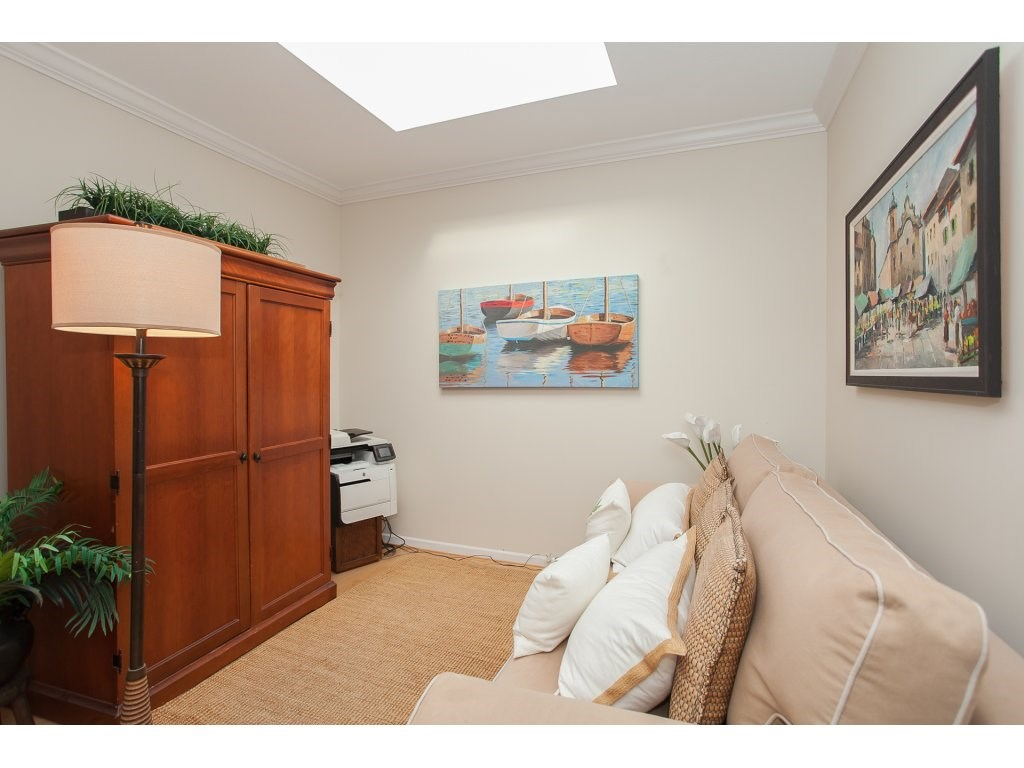 Condo Apartment at 301 14965 MARINE DRIVE, Unit 301, South Surrey White Rock, British Columbia. Image 13