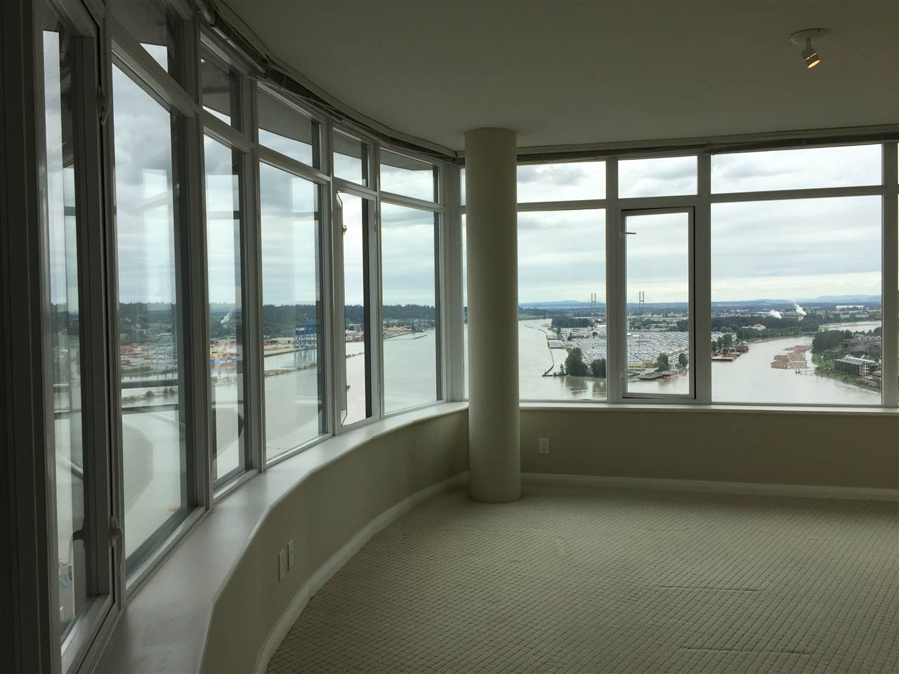 Condo Apartment at 3701 888 CARNARVON STREET, Unit 3701, New Westminster, British Columbia. Image 8