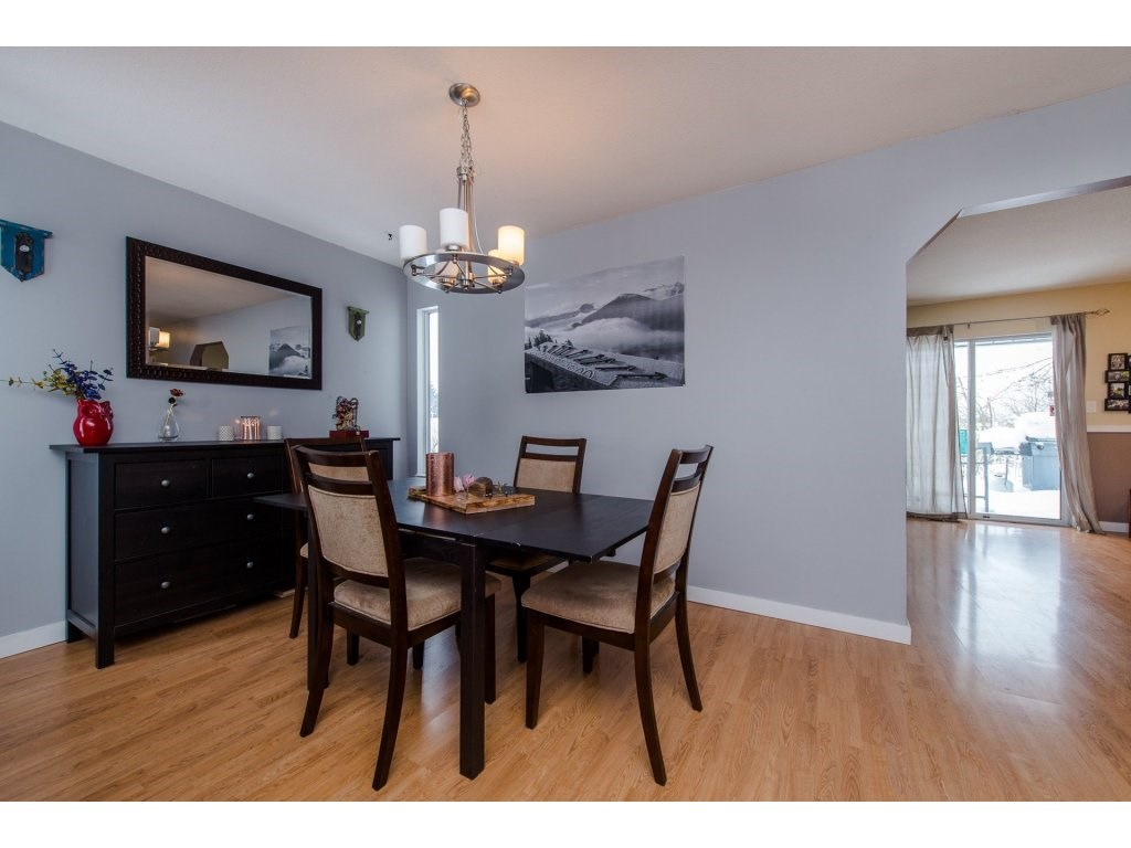 Detached at 3067 CASSIAR AVENUE, Abbotsford, British Columbia. Image 3