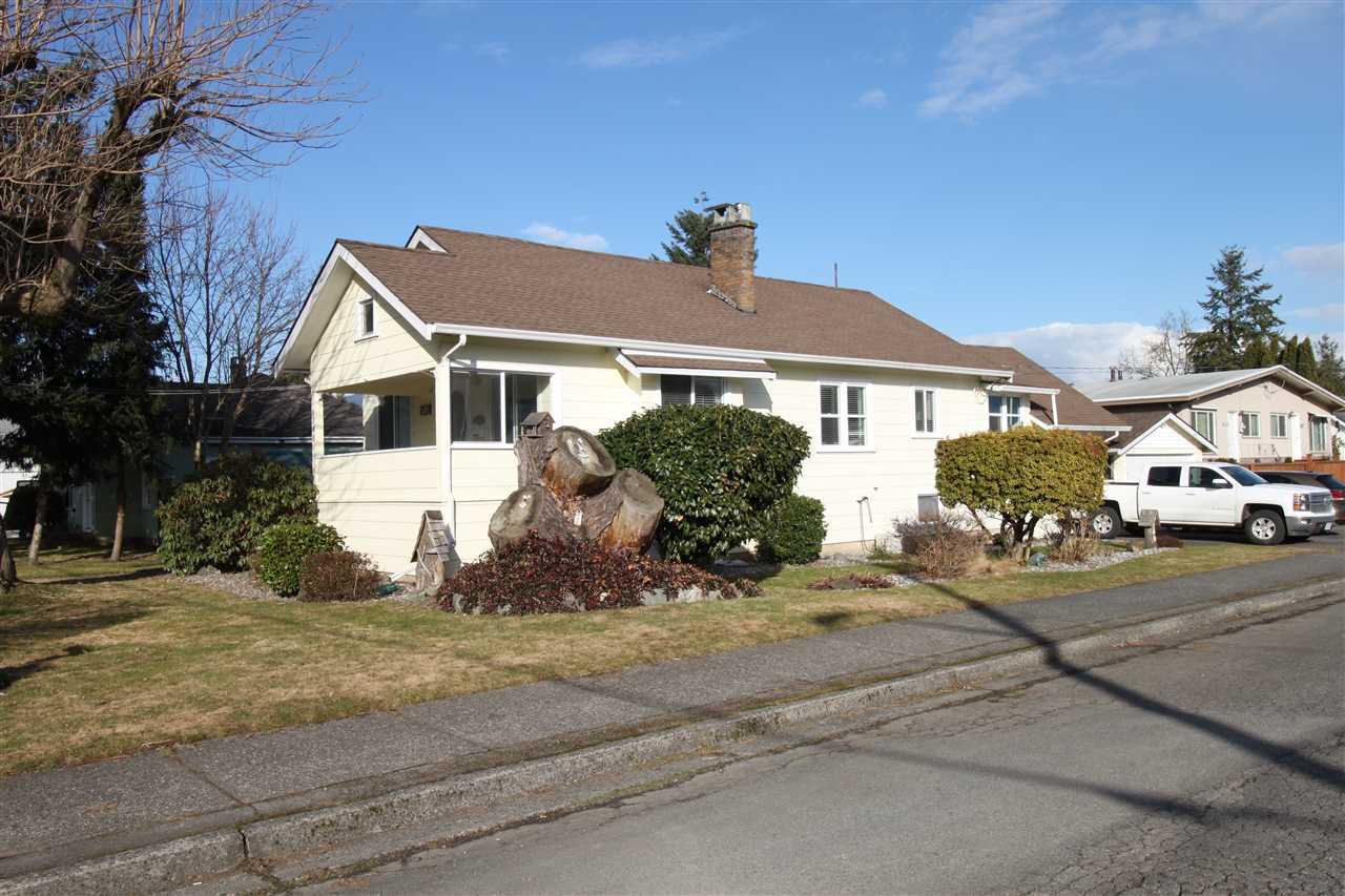Detached at 9140 NOWELL STREET, Chilliwack, British Columbia. Image 2