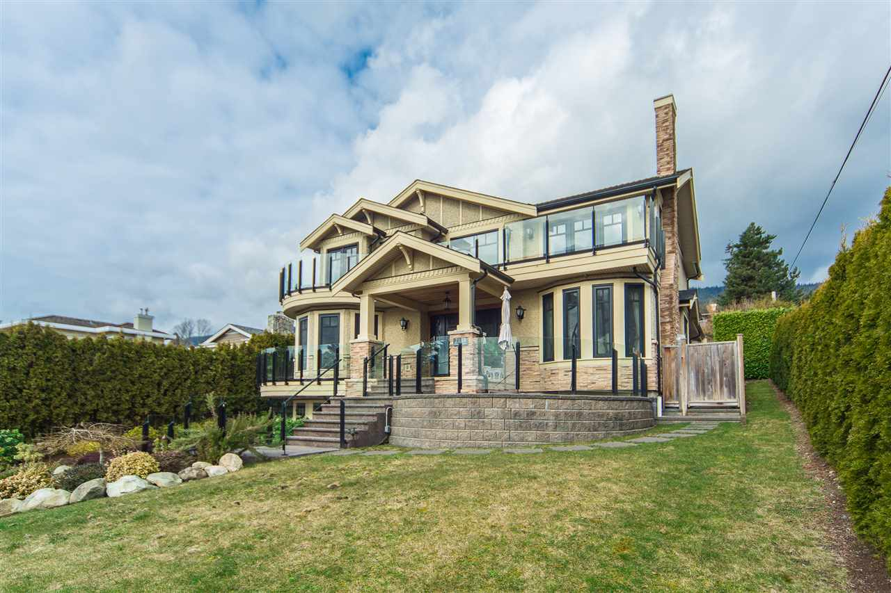 Detached at 2111 OTTAWA AVENUE, West Vancouver, British Columbia. Image 1