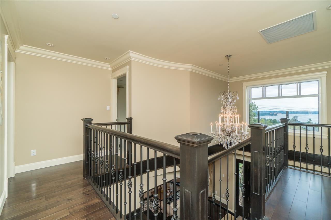 Detached at 2111 OTTAWA AVENUE, West Vancouver, British Columbia. Image 13