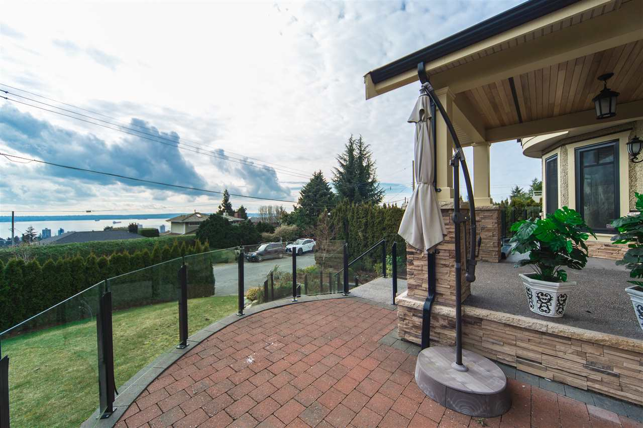 Detached at 2111 OTTAWA AVENUE, West Vancouver, British Columbia. Image 19