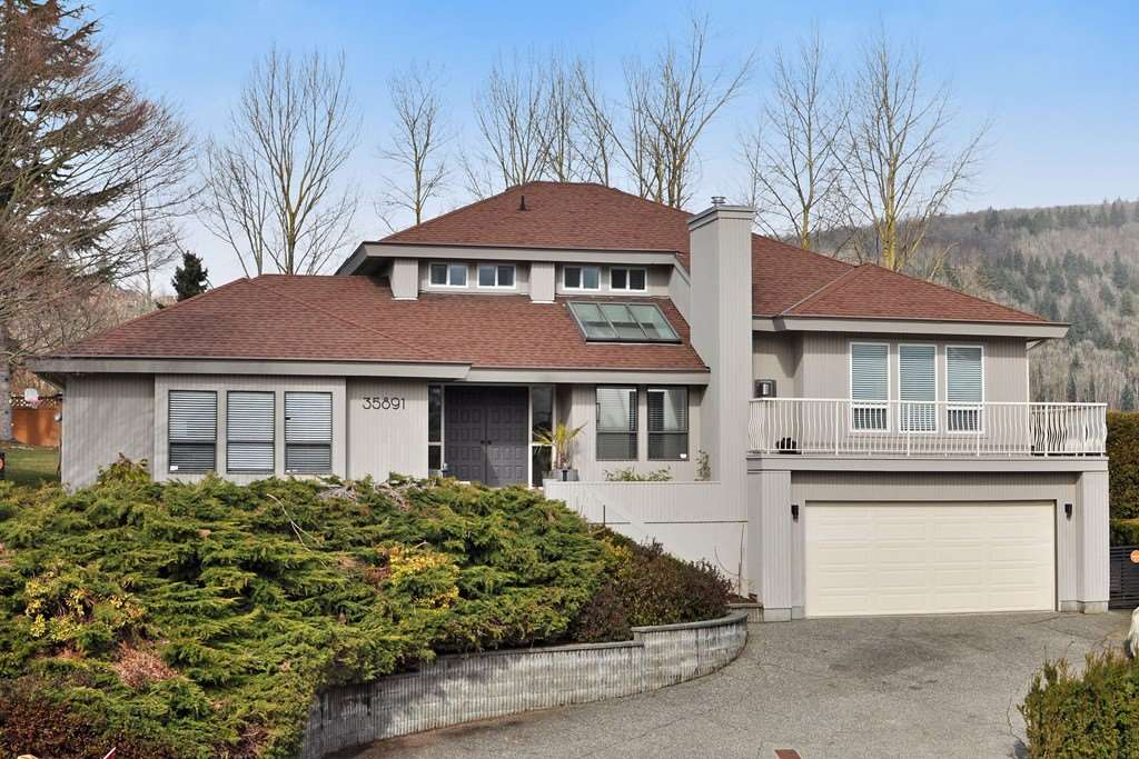 Detached at 35891 EAGLECREST DRIVE, Abbotsford, British Columbia. Image 1