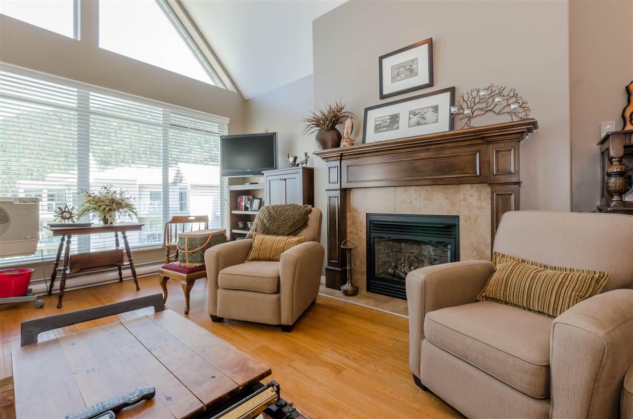 Condo Apartment at 406 328 ESPLANADE AVENUE, Unit 406, Harrison Hot Springs, British Columbia. Image 4