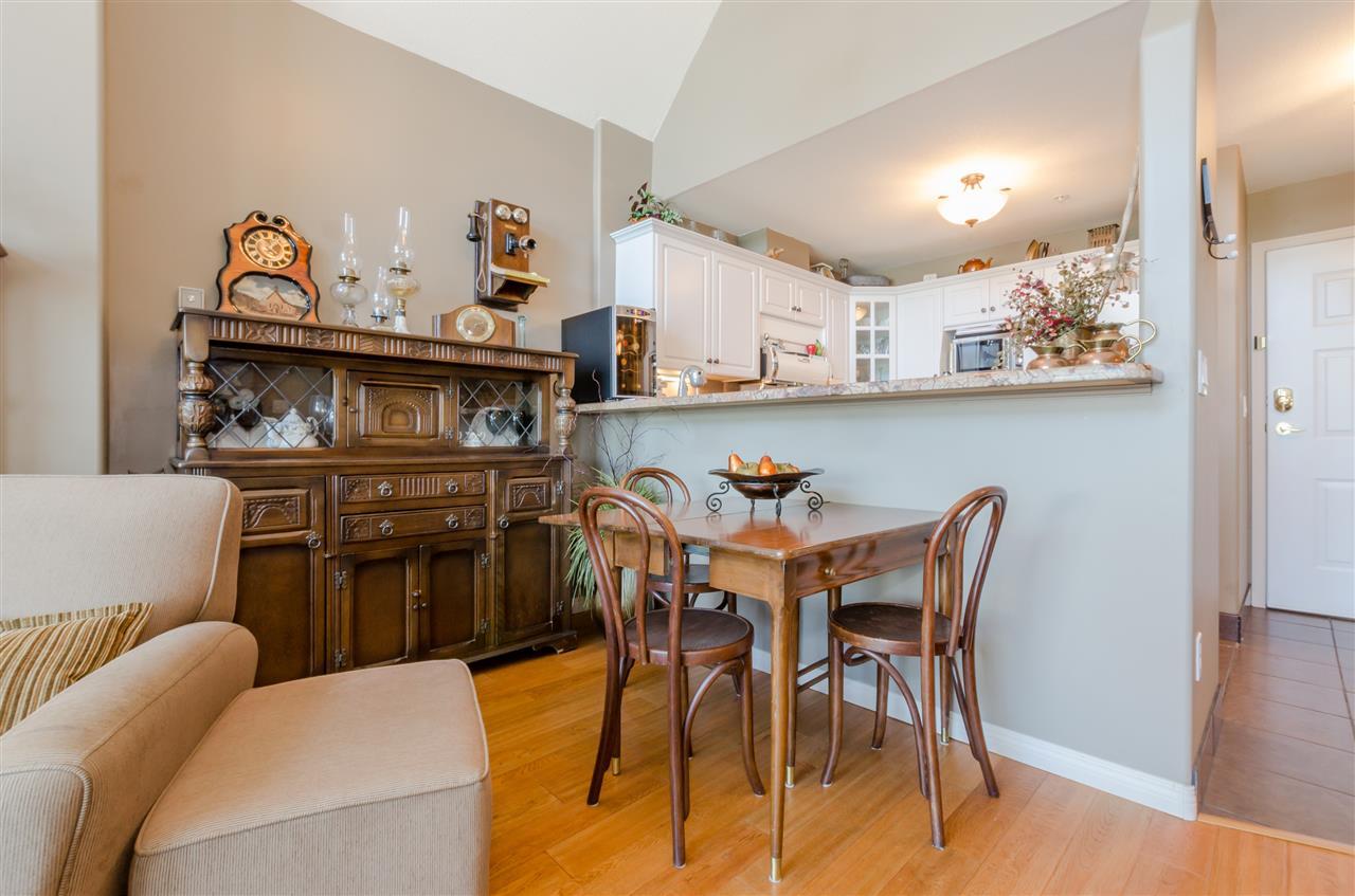 Condo Apartment at 406 328 ESPLANADE AVENUE, Unit 406, Harrison Hot Springs, British Columbia. Image 5