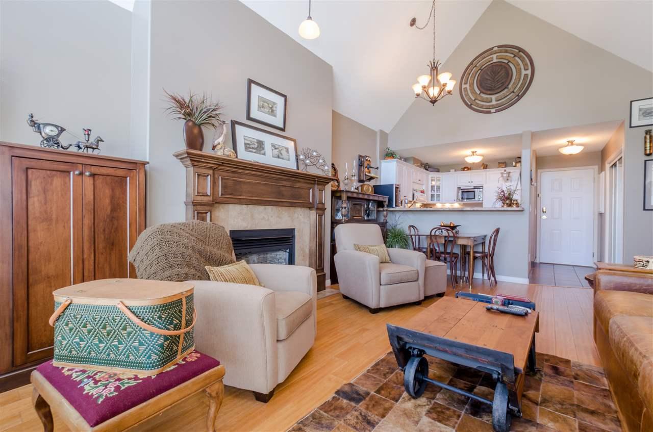 Condo Apartment at 406 328 ESPLANADE AVENUE, Unit 406, Harrison Hot Springs, British Columbia. Image 6