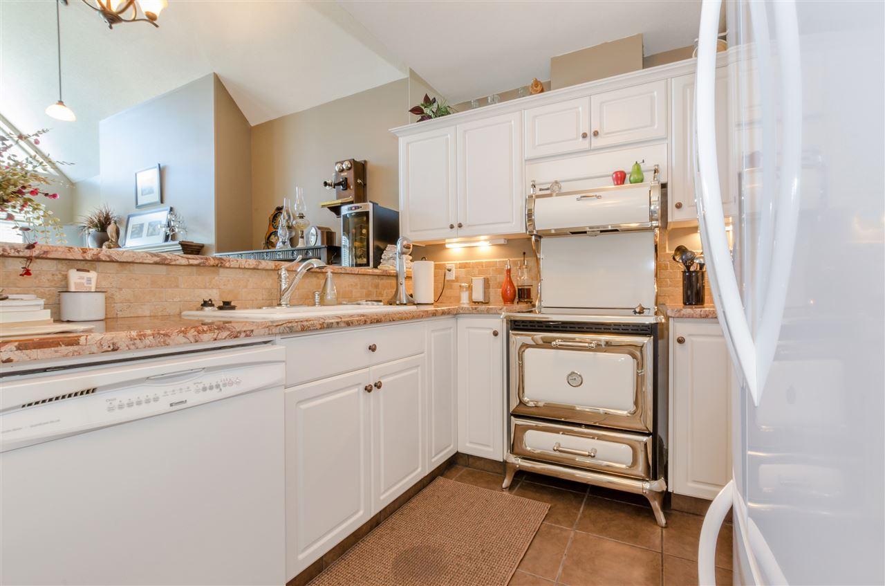 Condo Apartment at 406 328 ESPLANADE AVENUE, Unit 406, Harrison Hot Springs, British Columbia. Image 8