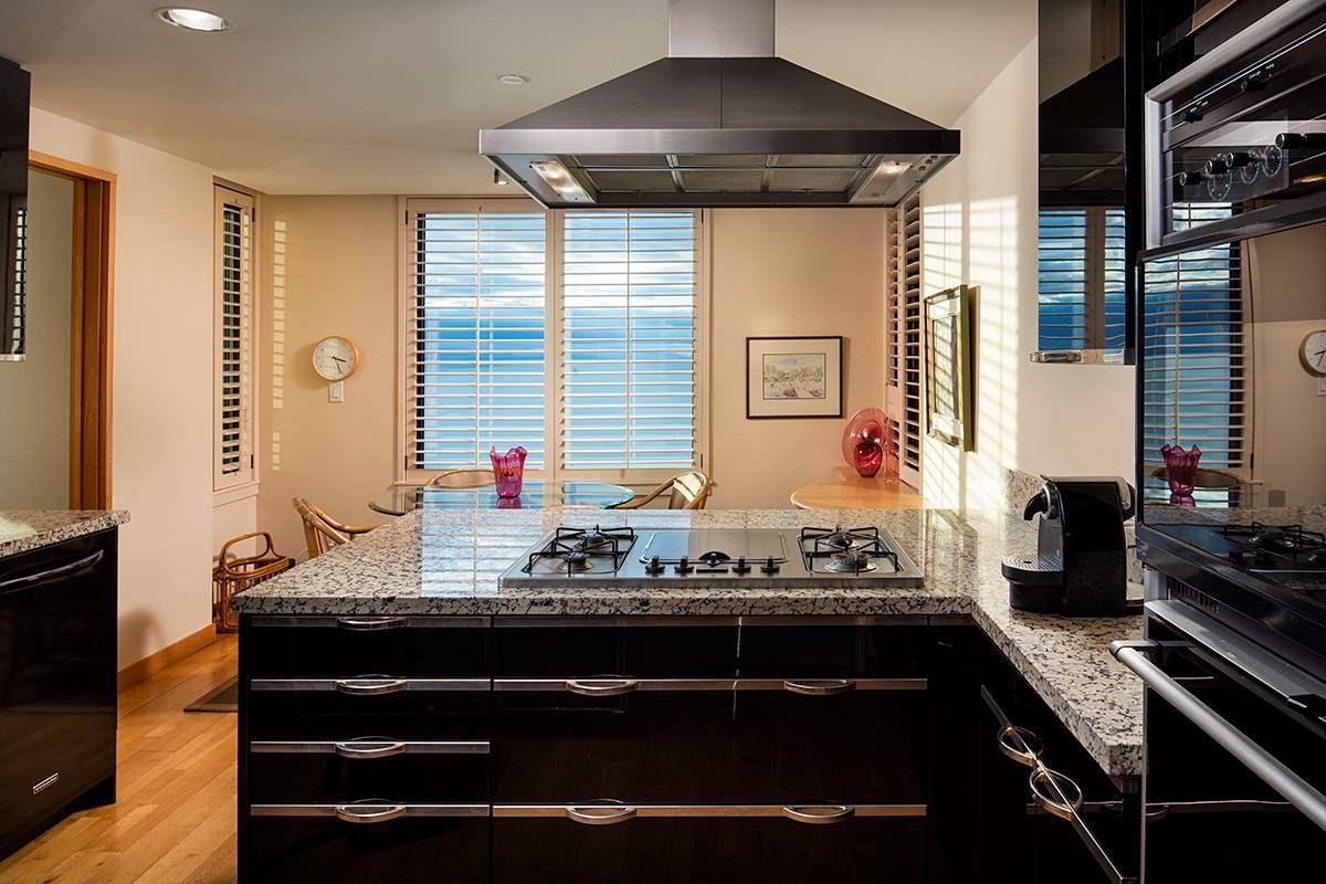 Condo Apartment at 12 2250 BELLEVUE AVENUE, Unit 12, West Vancouver, British Columbia. Image 13