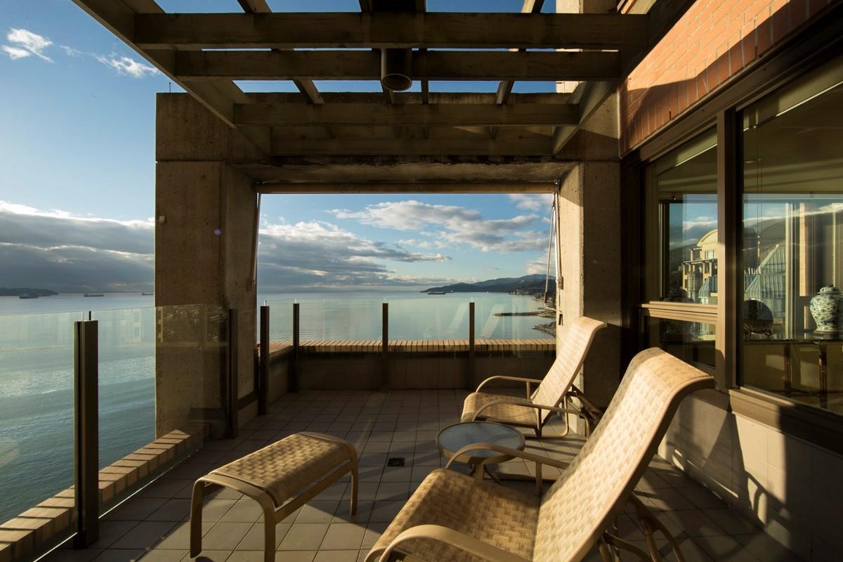 Condo Apartment at 12 2250 BELLEVUE AVENUE, Unit 12, West Vancouver, British Columbia. Image 15