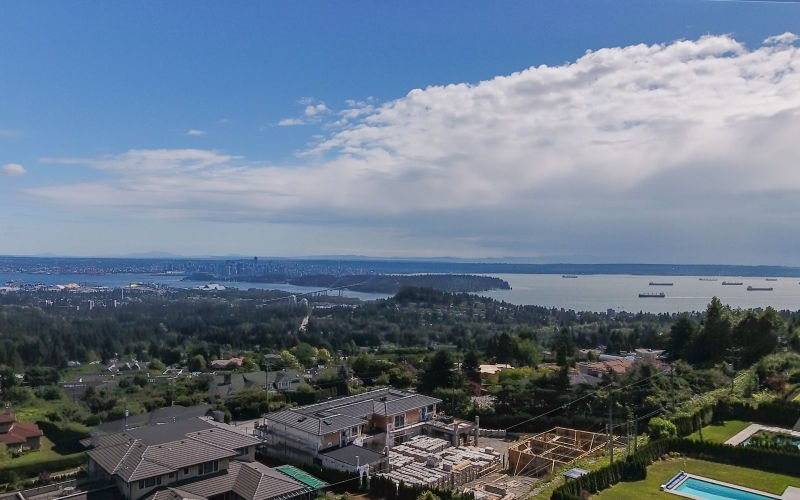 Detached at 990 EYREMOUNT DRIVE, West Vancouver, British Columbia. Image 1