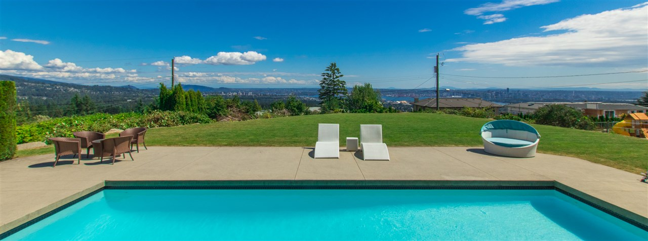Detached at 990 EYREMOUNT DRIVE, West Vancouver, British Columbia. Image 2