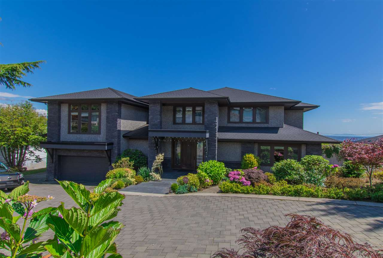 Detached at 990 EYREMOUNT DRIVE, West Vancouver, British Columbia. Image 3