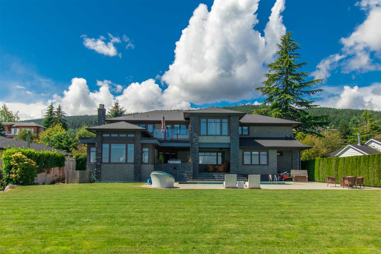 Detached at 990 EYREMOUNT DRIVE, West Vancouver, British Columbia. Image 4