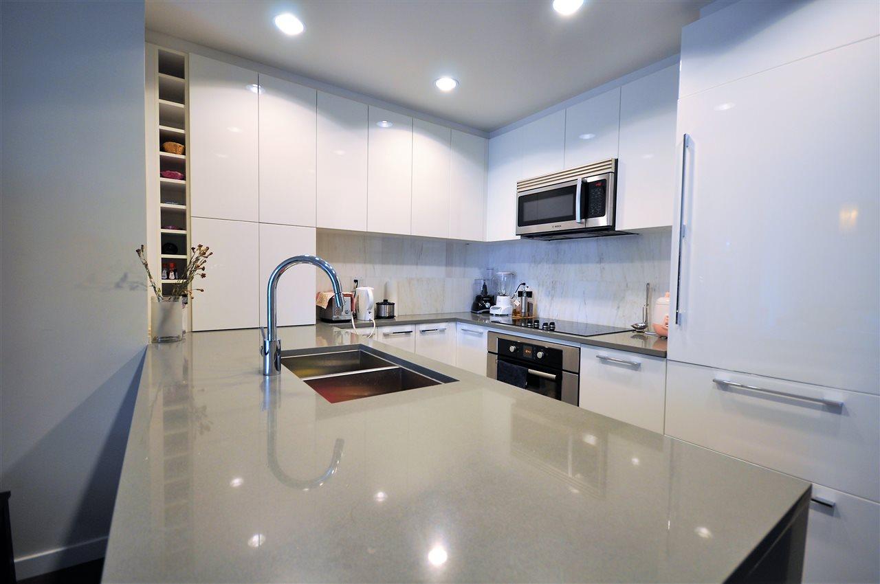 Condo Apartment at 1108 5728 BERTON AVENUE, Unit 1108, Vancouver West, British Columbia. Image 4