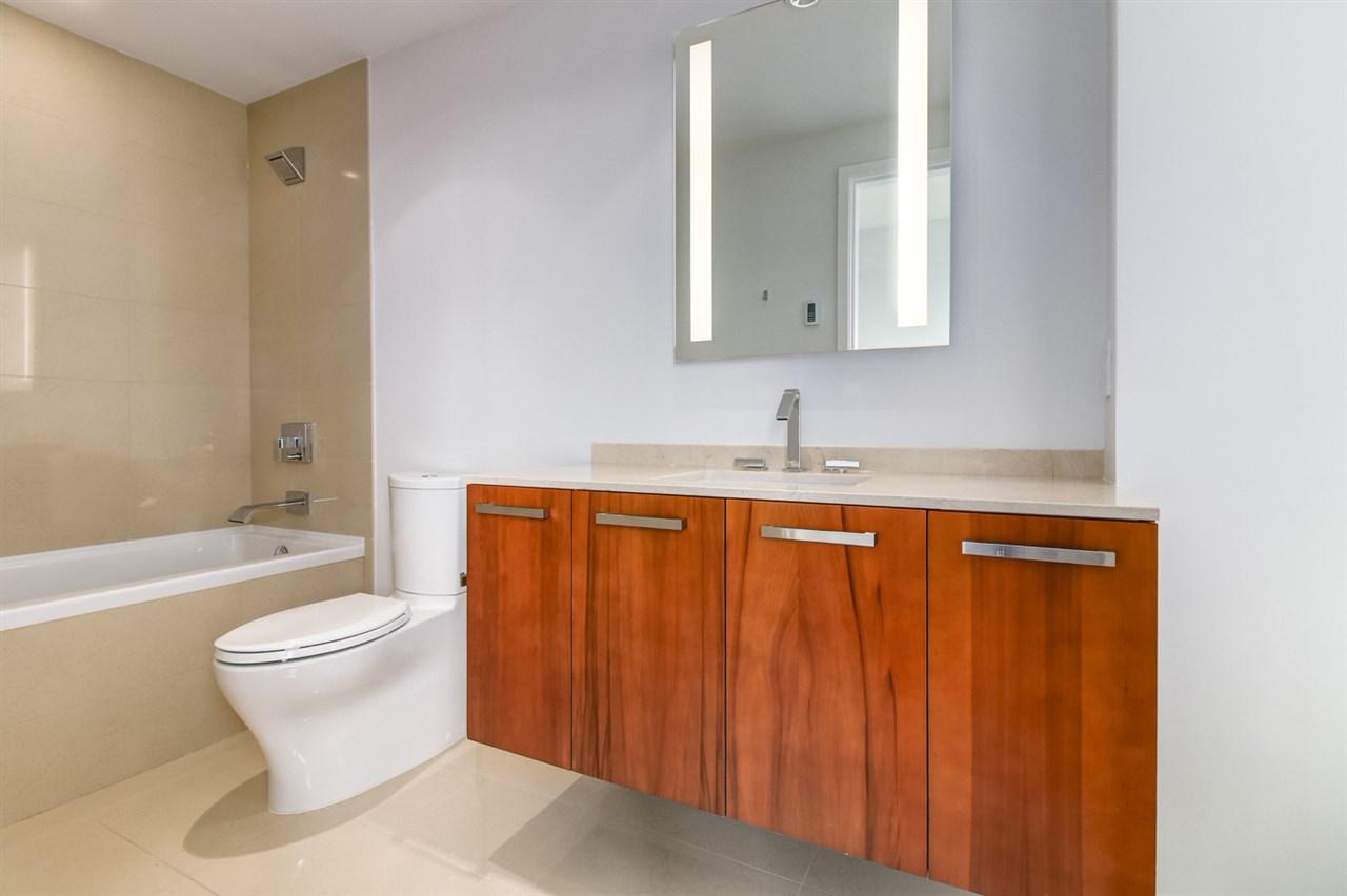 Condo Apartment at 1702 1565 W 6TH AVENUE, Unit 1702, Vancouver West, British Columbia. Image 12
