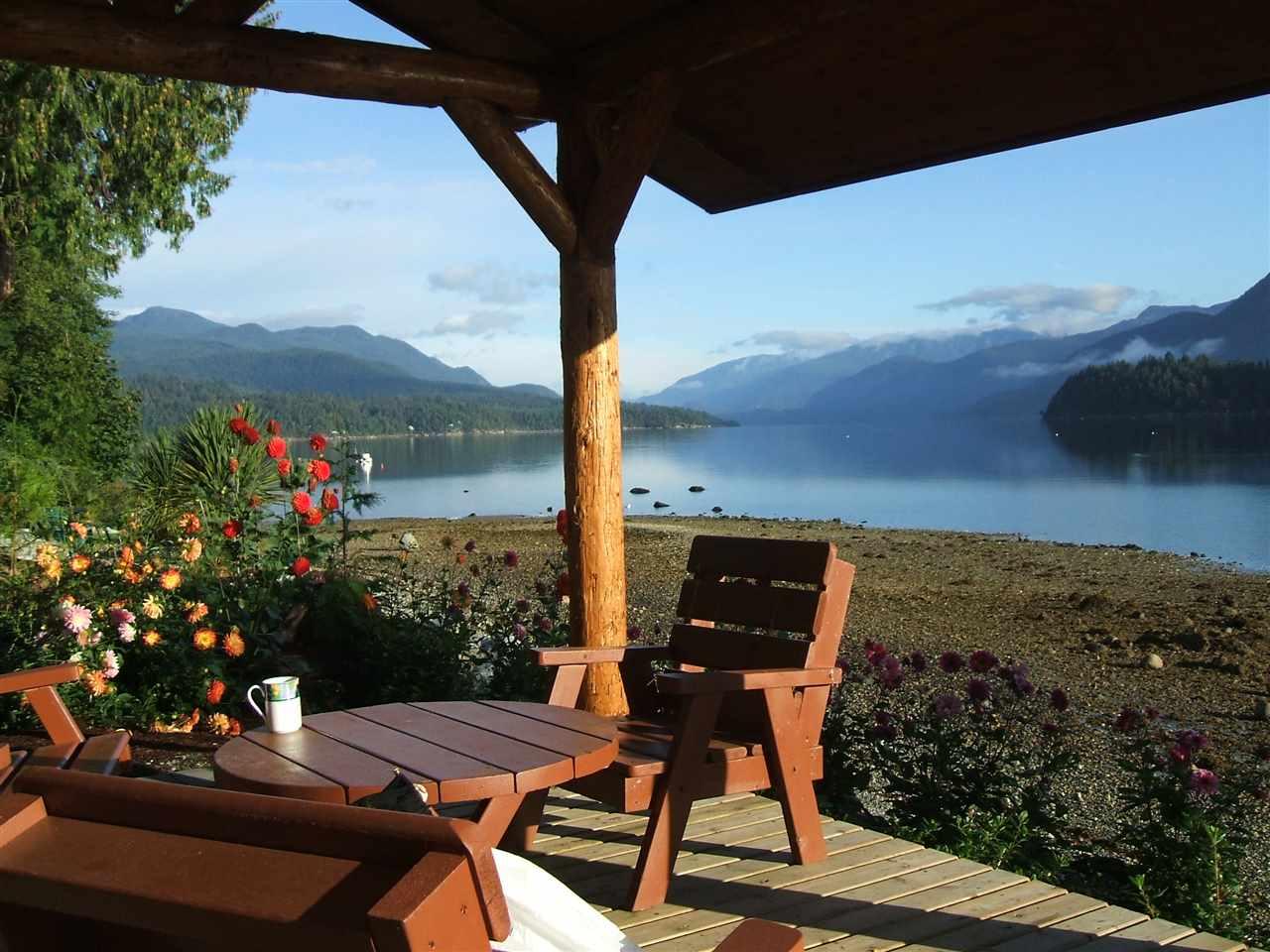 Detached at 6394 N GALE AVENUE, Sunshine Coast, British Columbia. Image 4