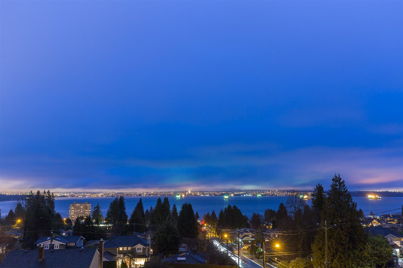 Detached at 2496 OTTAWA AVENUE, West Vancouver, British Columbia. Image 2