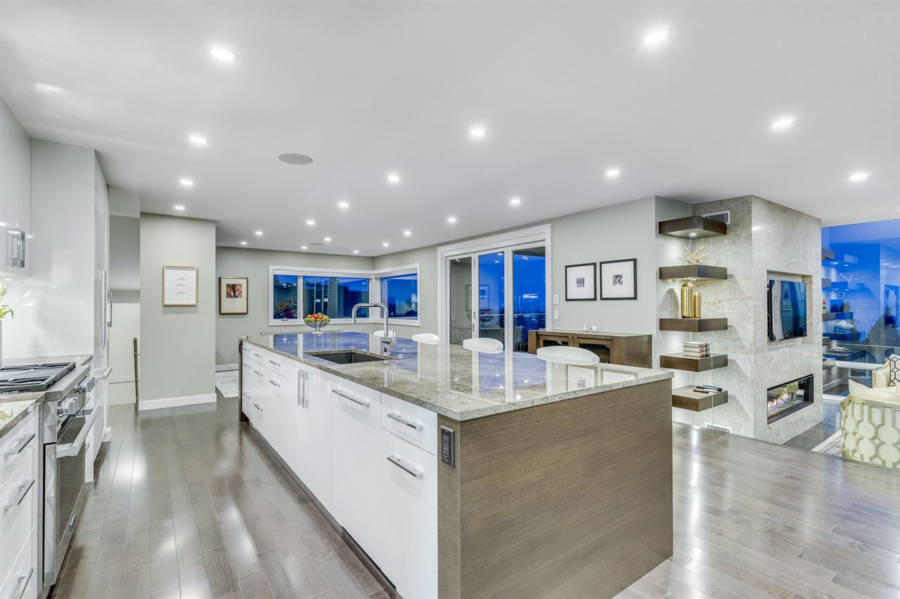 Detached at 2496 OTTAWA AVENUE, West Vancouver, British Columbia. Image 3
