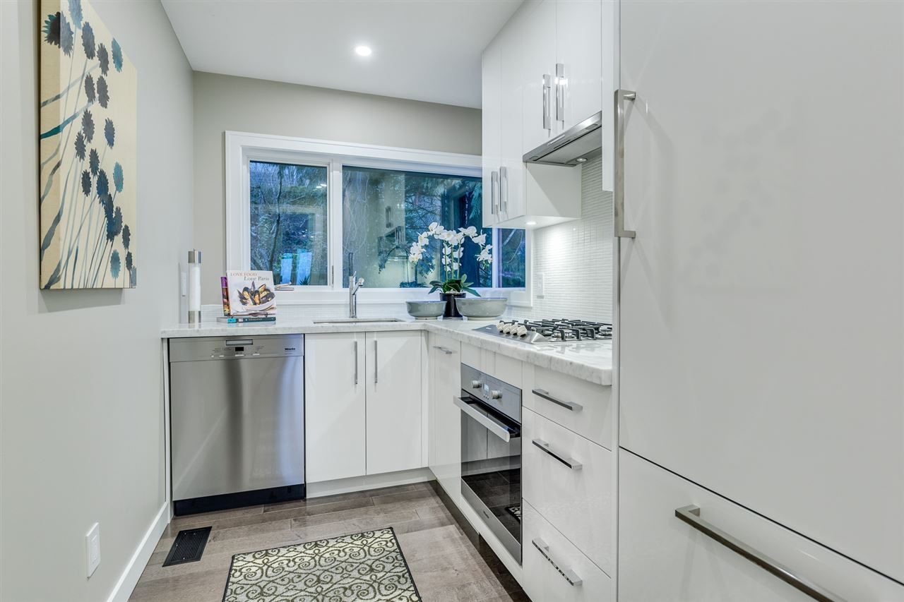 Detached at 2496 OTTAWA AVENUE, West Vancouver, British Columbia. Image 13