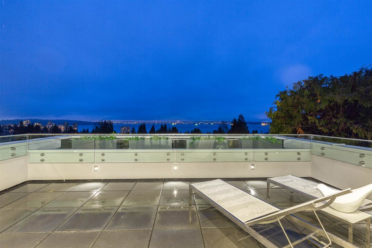 Detached at 2496 OTTAWA AVENUE, West Vancouver, British Columbia. Image 17