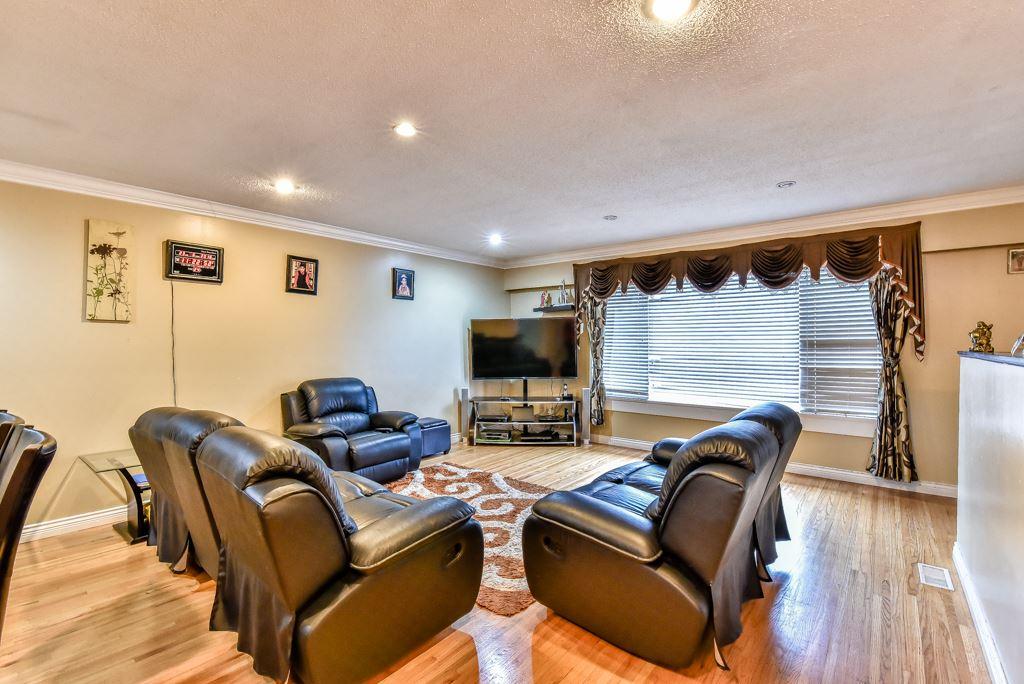 Half-duplex at 11491 87 AVENUE, N. Delta, British Columbia. Image 2