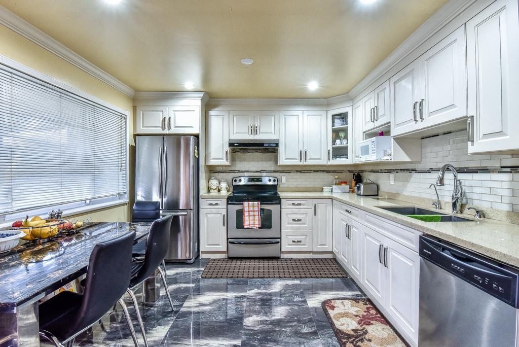 Half-duplex at 11491 87 AVENUE, N. Delta, British Columbia. Image 9