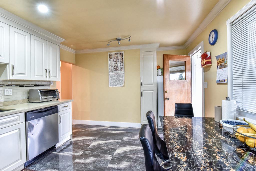Half-duplex at 11491 87 AVENUE, N. Delta, British Columbia. Image 11