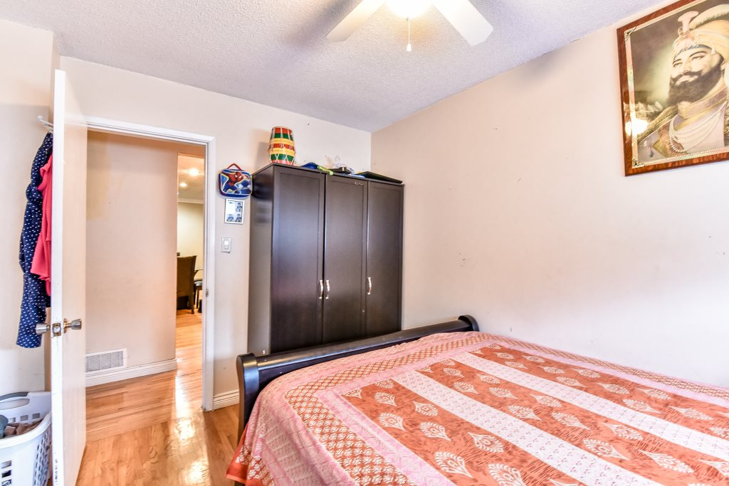 Half-duplex at 11491 87 AVENUE, N. Delta, British Columbia. Image 12