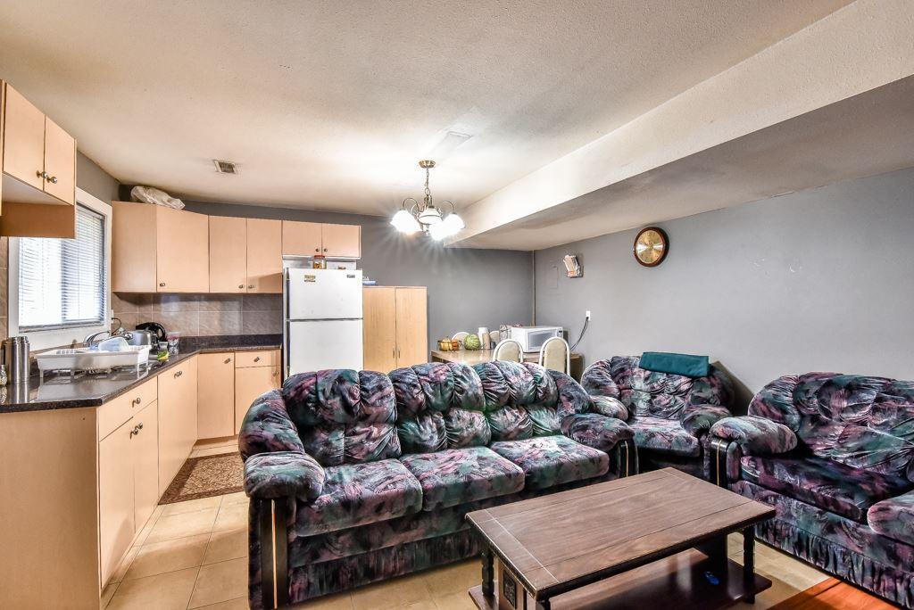 Half-duplex at 11491 87 AVENUE, N. Delta, British Columbia. Image 19