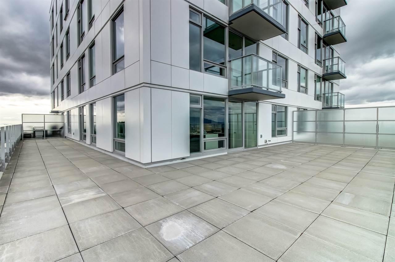 Condo Apartment at 3102 5665 BOUNDARY ROAD, Unit 3102, Vancouver East, British Columbia. Image 2