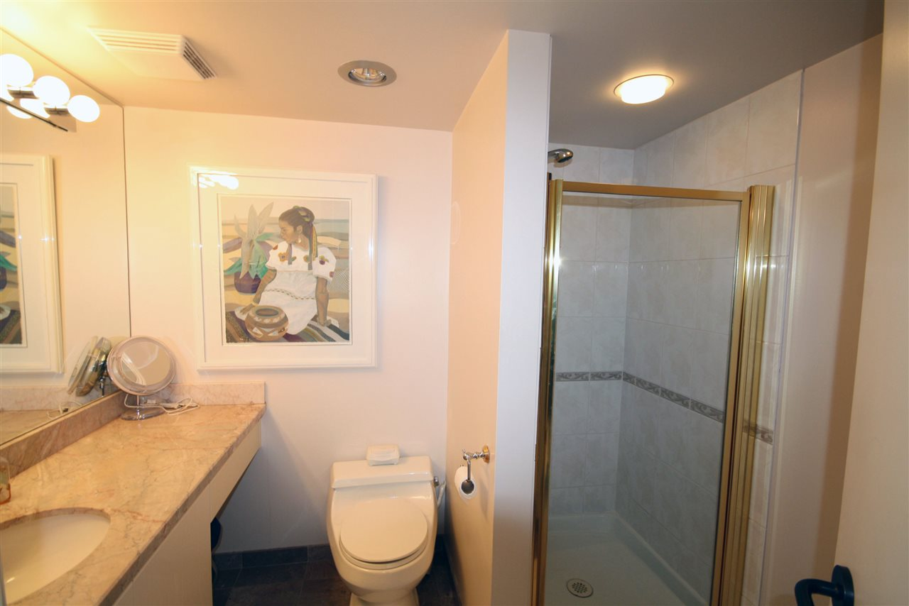 Condo Apartment at 402 2108 W 38TH AVENUE, Unit 402, Vancouver West, British Columbia. Image 7