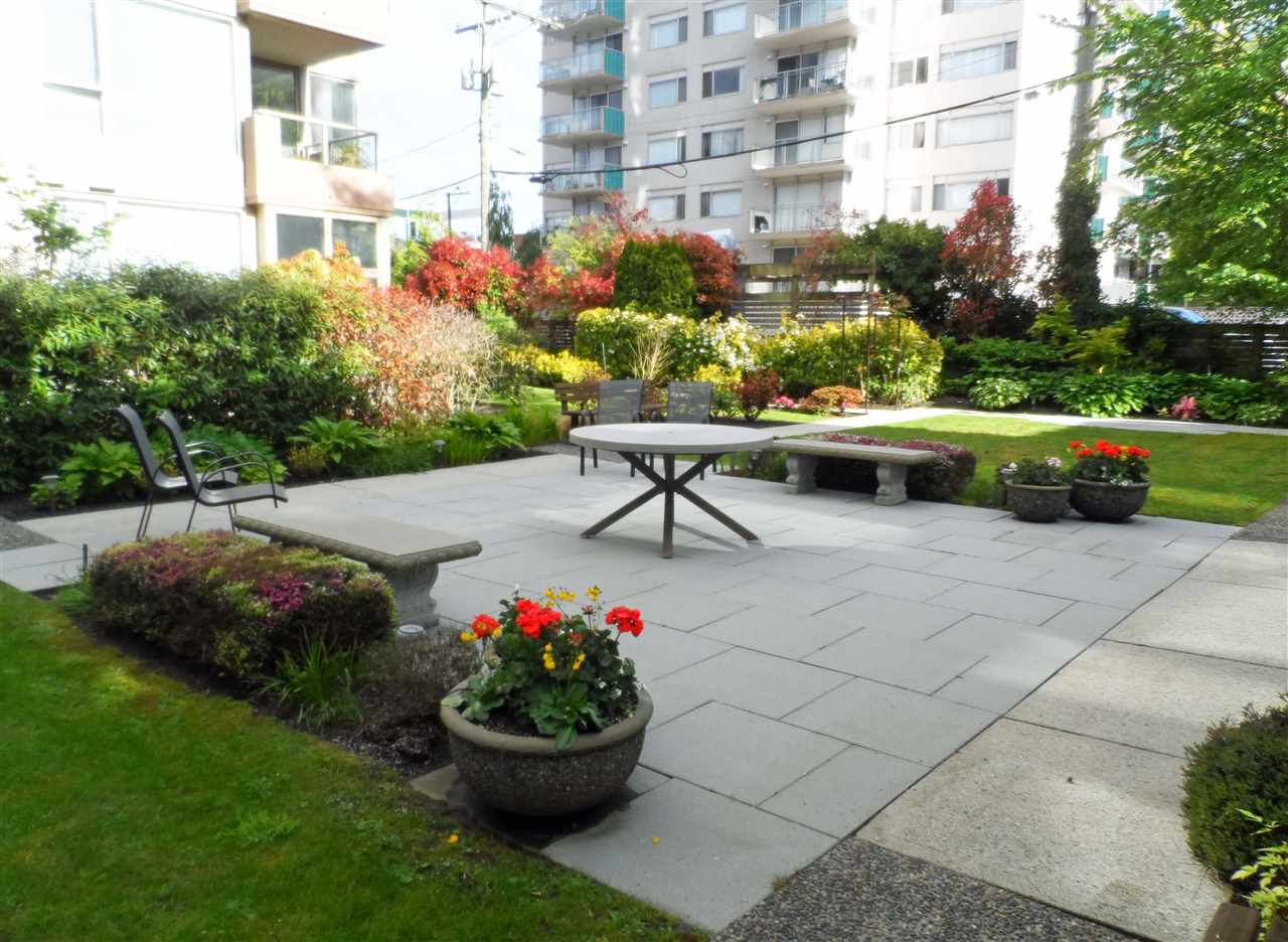 Condo Apartment at 402 2108 W 38TH AVENUE, Unit 402, Vancouver West, British Columbia. Image 11
