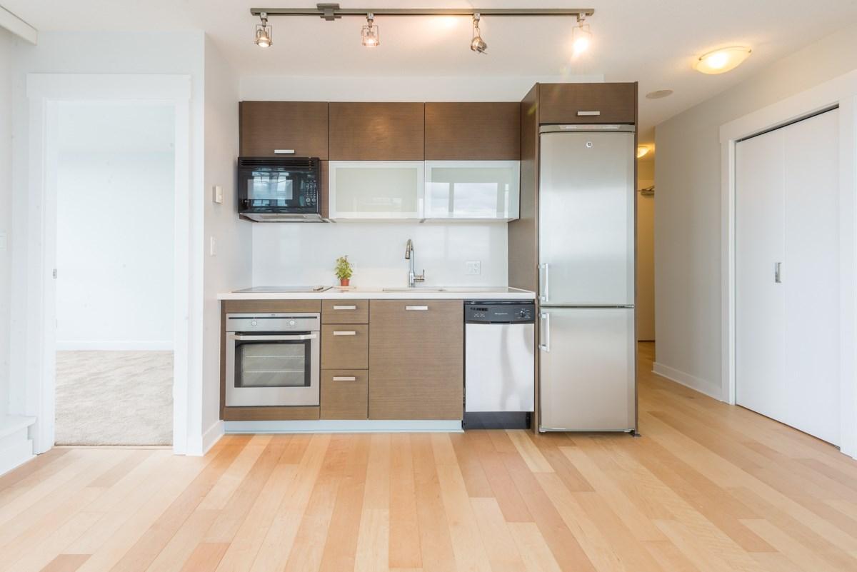 Condo Apartment at 1904 13380 108 AVENUE, Unit 1904, North Surrey, British Columbia. Image 16