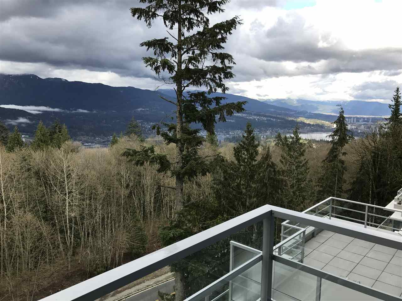 Condo Apartment at 807 9060 UNIVERSITY CRESCENT, Unit 807, Burnaby North, British Columbia. Image 2