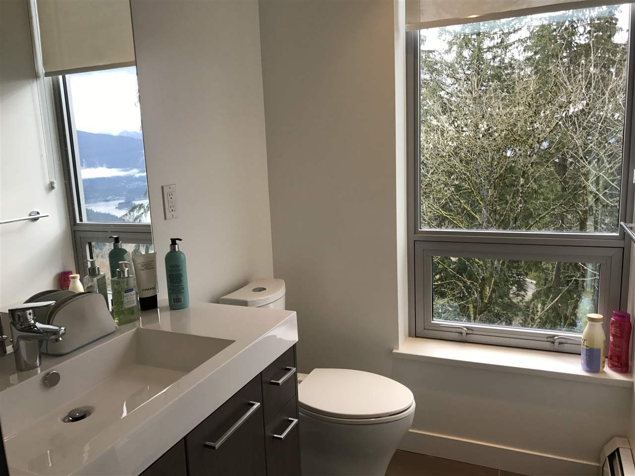 Condo Apartment at 807 9060 UNIVERSITY CRESCENT, Unit 807, Burnaby North, British Columbia. Image 9