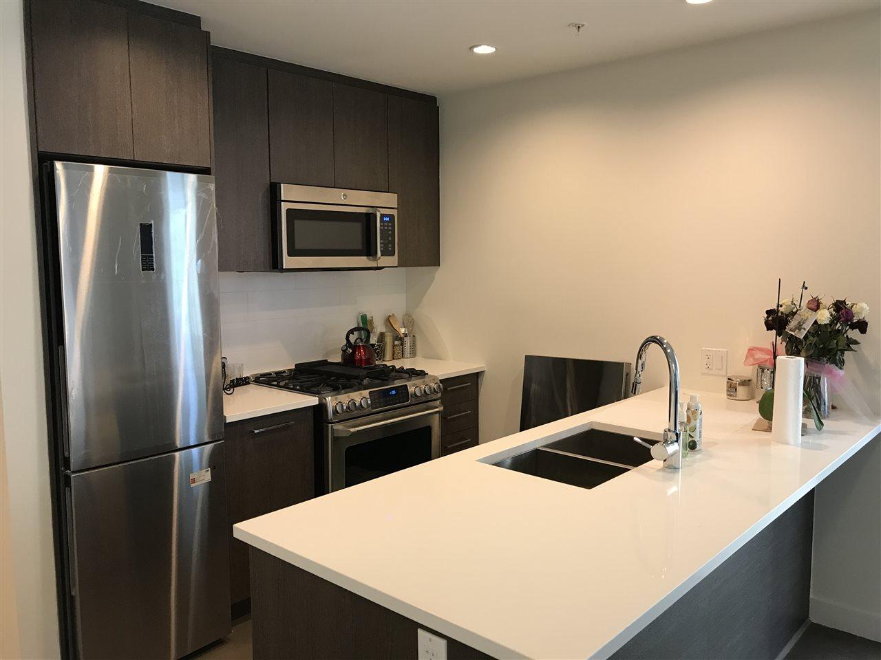 Condo Apartment at 807 9060 UNIVERSITY CRESCENT, Unit 807, Burnaby North, British Columbia. Image 14
