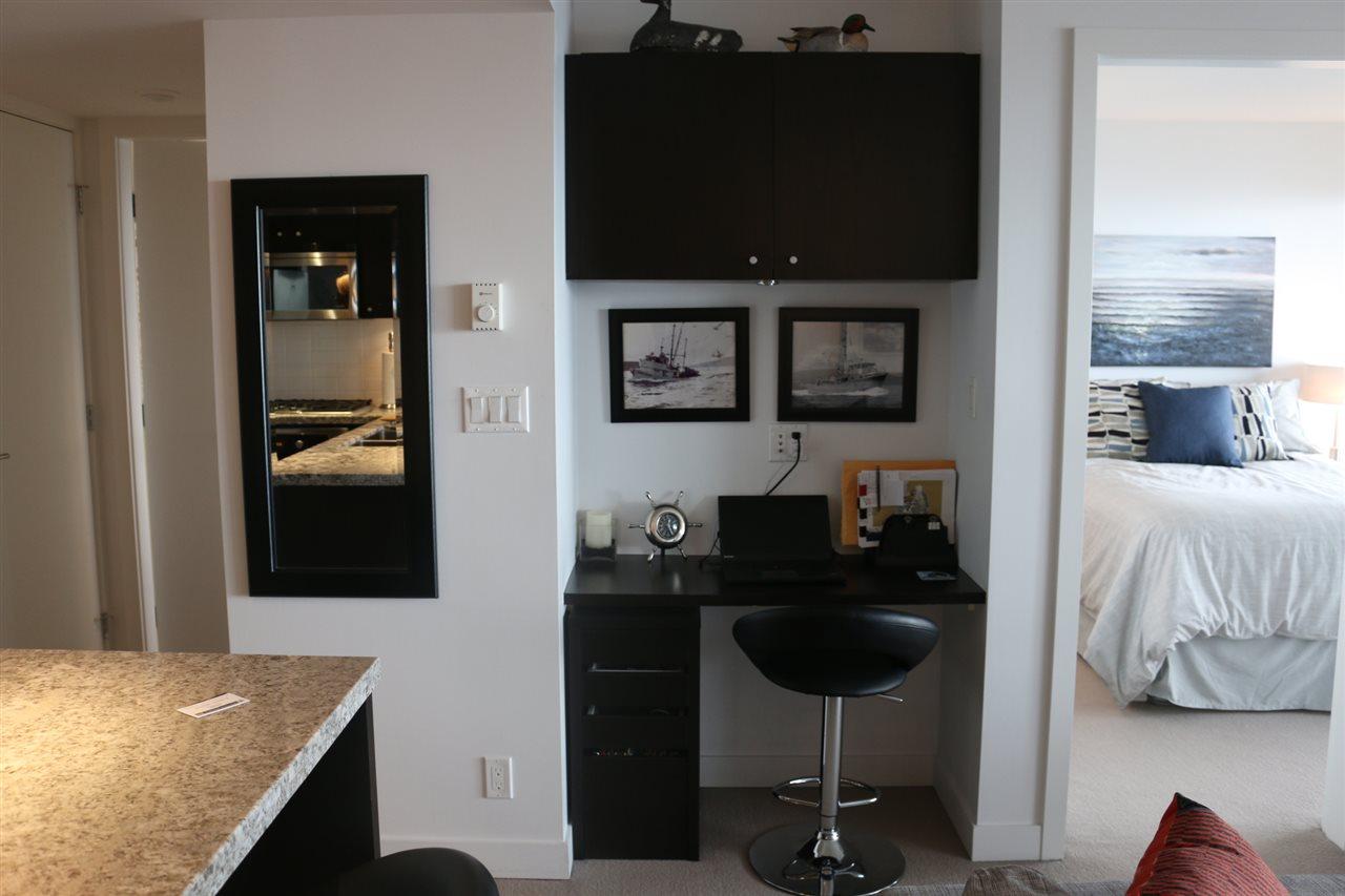 Condo Apartment at 1807 1455 GEORGE STREET, Unit 1807, South Surrey White Rock, British Columbia. Image 5