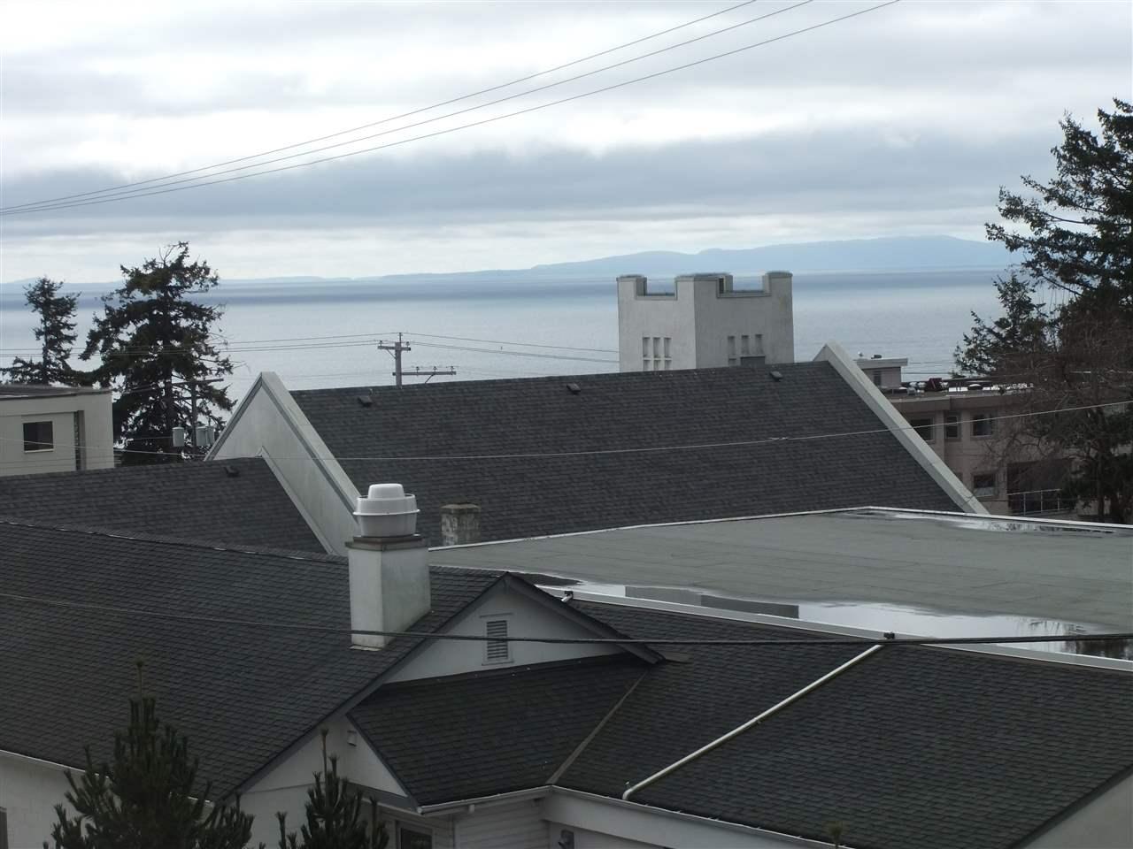 Condo Apartment at 211 1355 WINTER STREET, Unit 211, South Surrey White Rock, British Columbia. Image 2