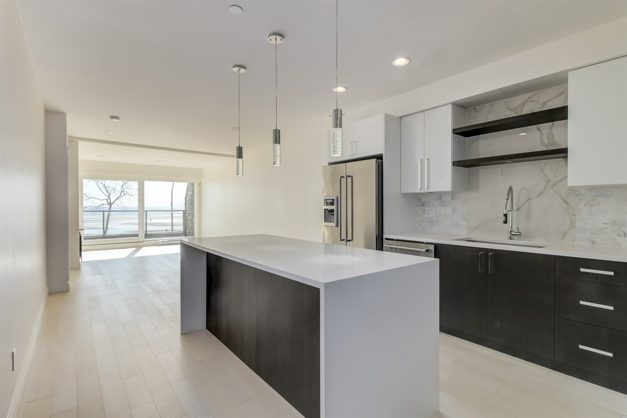 Condo Apartment at 202 15581 MARINE DRIVE, Unit 202, South Surrey White Rock, British Columbia. Image 3