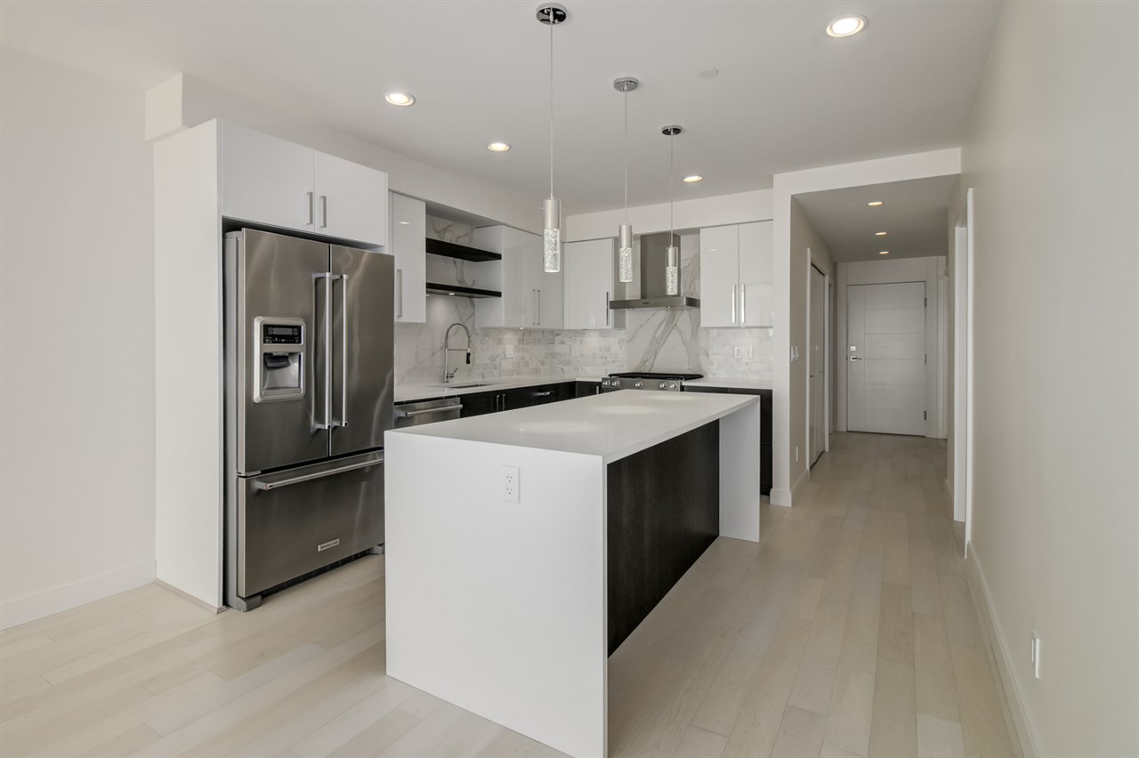 Condo Apartment at 202 15581 MARINE DRIVE, Unit 202, South Surrey White Rock, British Columbia. Image 7