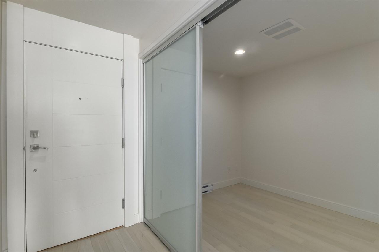 Condo Apartment at 202 15581 MARINE DRIVE, Unit 202, South Surrey White Rock, British Columbia. Image 12