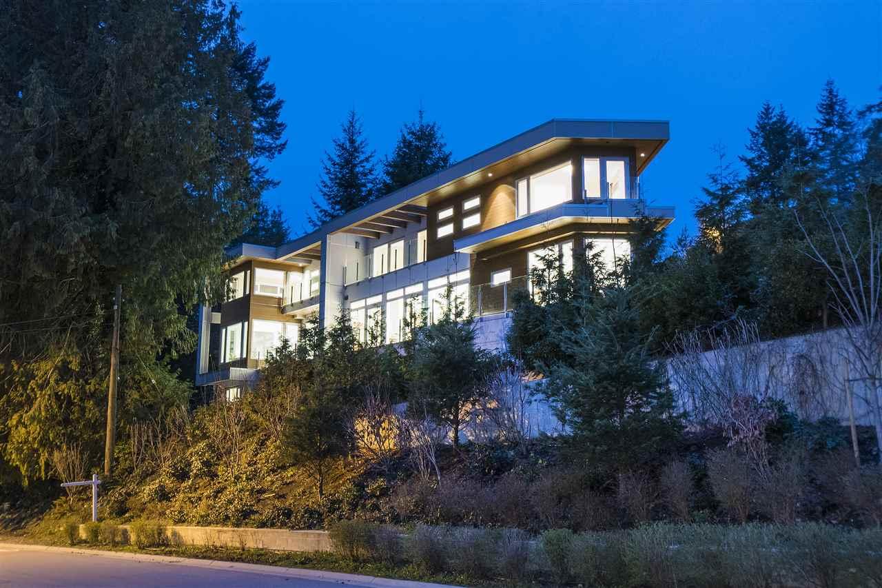 Half-duplex at 970 DUCHESS AVENUE, West Vancouver, British Columbia. Image 1