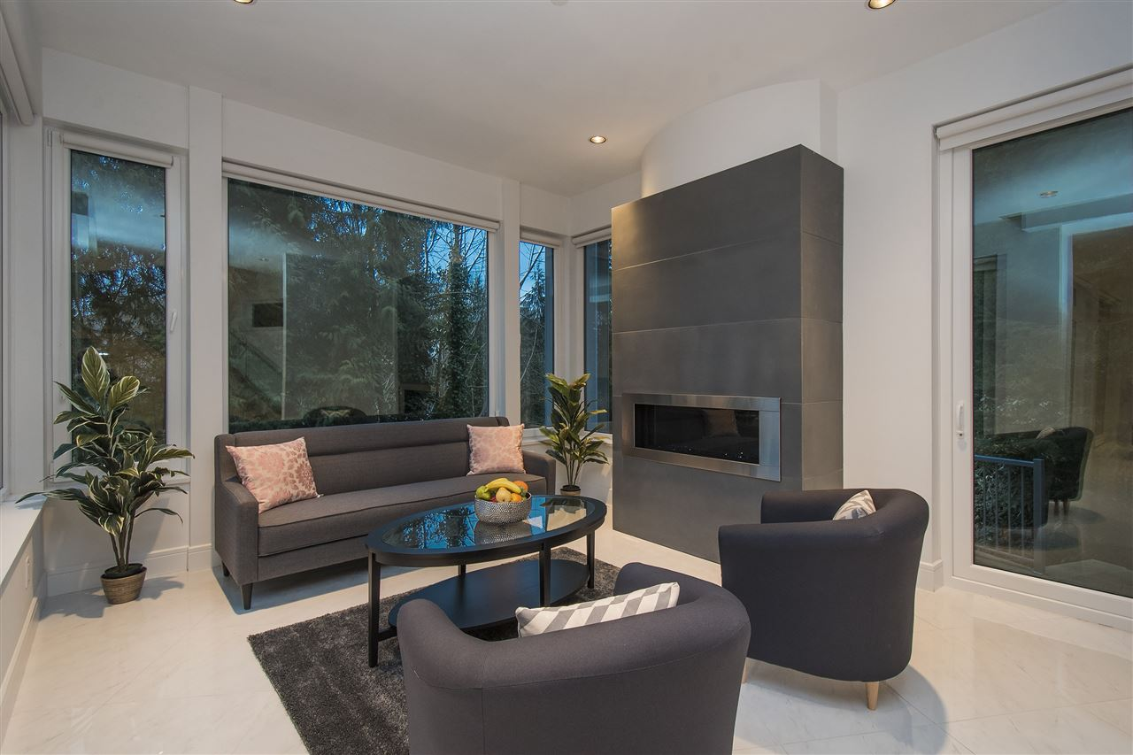 Half-duplex at 970 DUCHESS AVENUE, West Vancouver, British Columbia. Image 5
