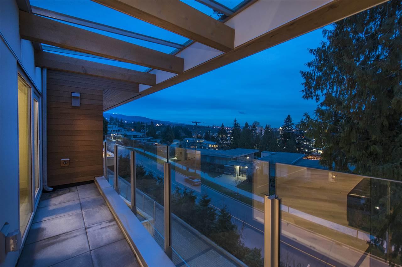 Half-duplex at 970 DUCHESS AVENUE, West Vancouver, British Columbia. Image 13