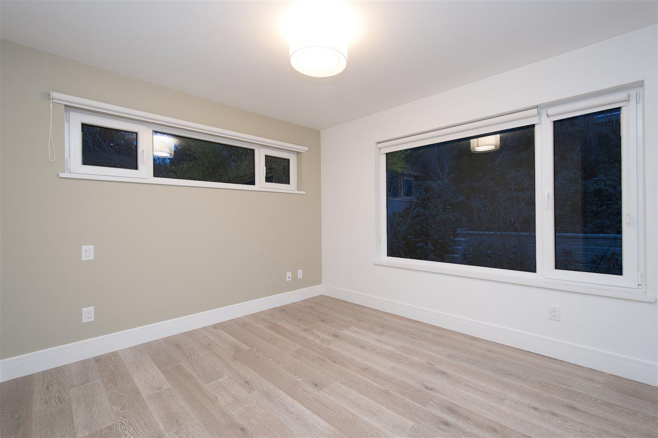 Half-duplex at 970 DUCHESS AVENUE, West Vancouver, British Columbia. Image 14