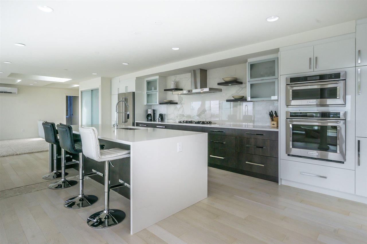Condo Apartment at PH 15581 MARINE DRIVE, Unit PH, South Surrey White Rock, British Columbia. Image 3