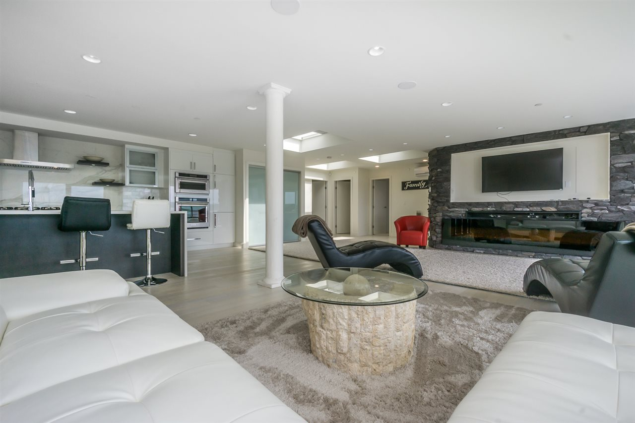 Condo Apartment at PH 15581 MARINE DRIVE, Unit PH, South Surrey White Rock, British Columbia. Image 4