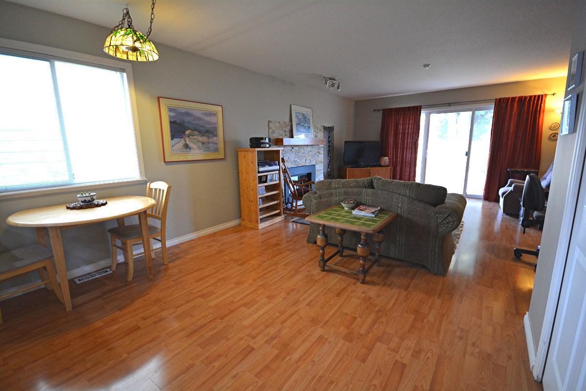 Half-duplex at 4563 KING EDWARD PLACE, Ladner, British Columbia. Image 7