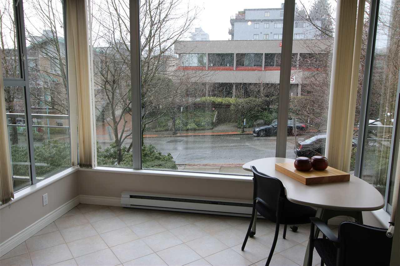 Condo Apartment at 202 588 16TH STREET, Unit 202, West Vancouver, British Columbia. Image 2